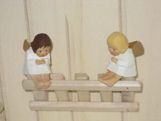 Engel sitzend gebeugt von Lotte Sievers-Hahn