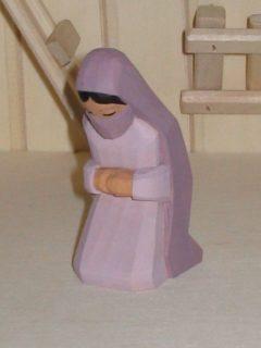 Fatima kniend flieder