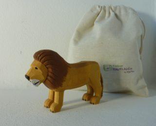 Löwe stehend von Lotte Sievers-Hahn