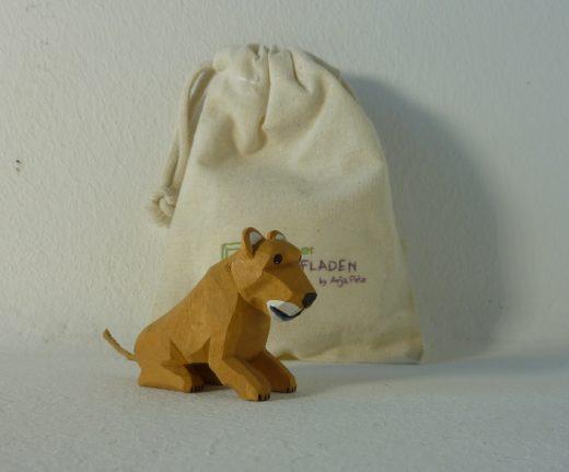 Löwen-Kind sitzend von Lotte Sievers-Hahn